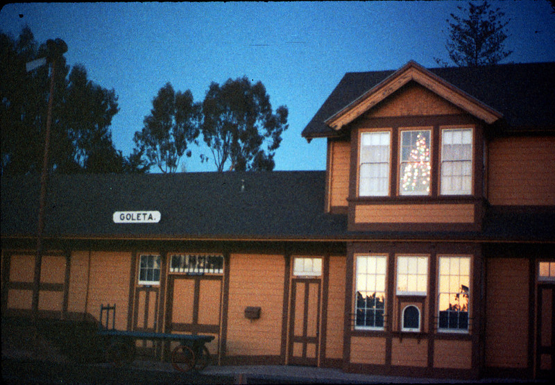 Goleta Depot front exterior with Christmas tree in upstairs bay, 12/1988. acc2005.001.1026