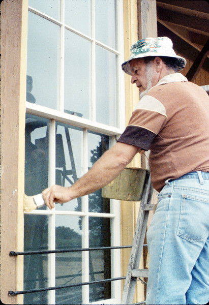 Eugene Boswell paints Goleta Depot, 7/1988. acc2005.001.0993