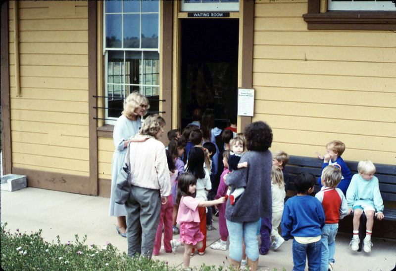 La Patera Elementary School guided tour led by Phyllis Olsen, 5/1988. acc2005.001.0938