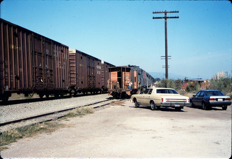 X7545 east-bound local delivers Caboose 4023 to La Patera spur, 9/21/1986 acc2005.001.0602