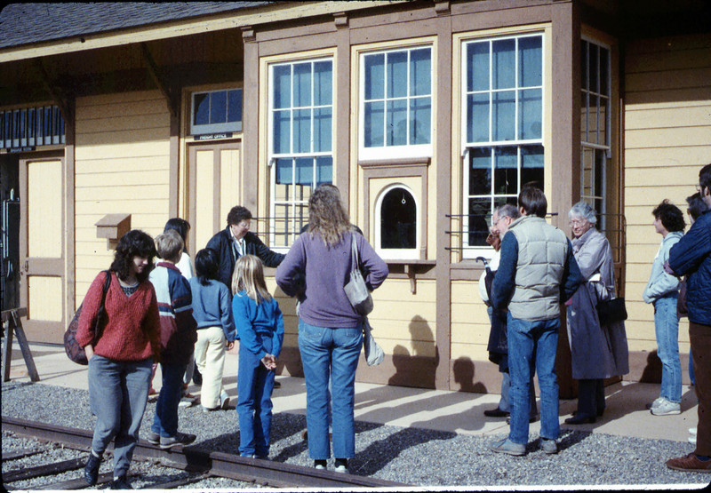 Charlotte Moore leads a Saturday afternoon tour, 3/21/1987. acc2005.001.0729