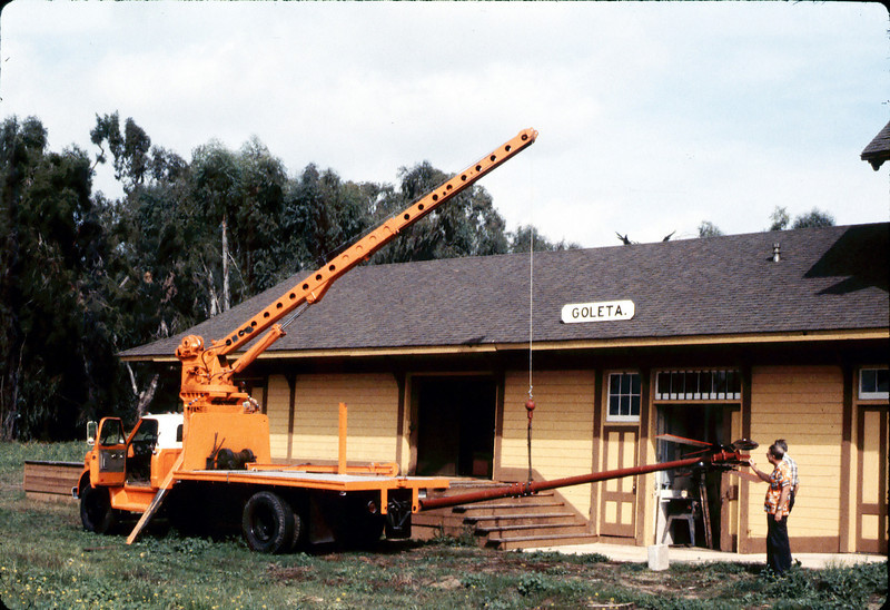 Specialty Crane & Rigging truck raises train-order pole for re-installation (Bill Everett and Gene Allen are at right), 10/1983. acc2005.001.0424