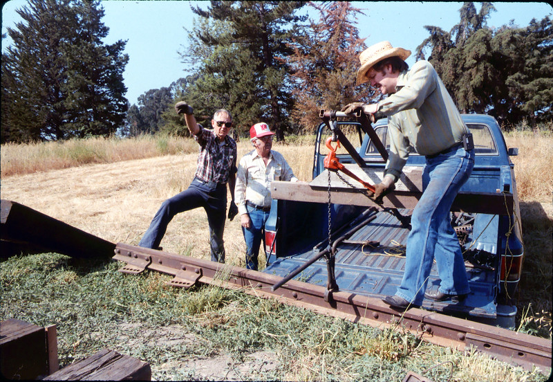 Laying of the standard-gauge track, 5/11/1985 acc2005.001.0525E