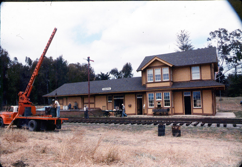 Laying of the standard-gauge track, 5/11/1985 acc2005.001.0525