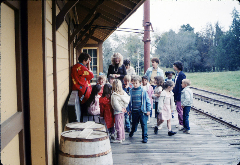 Phyllis Olsen gives a tour for La Patera Elementary School kindergarten class, 3/12/1987 acc2005.001.0715