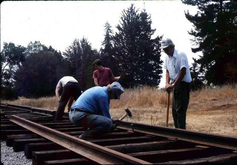 Standard-gauge track laying, 1985. acc2005.001.0534
