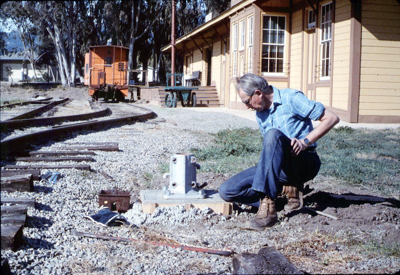 Gene Allen prepares base of train-order post, 2/1987 acc2005.001.0686