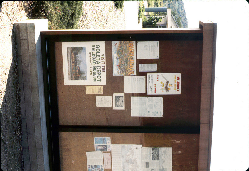 Parking lot kiosk shares museum information, 4/1986 acc2005.001.0580