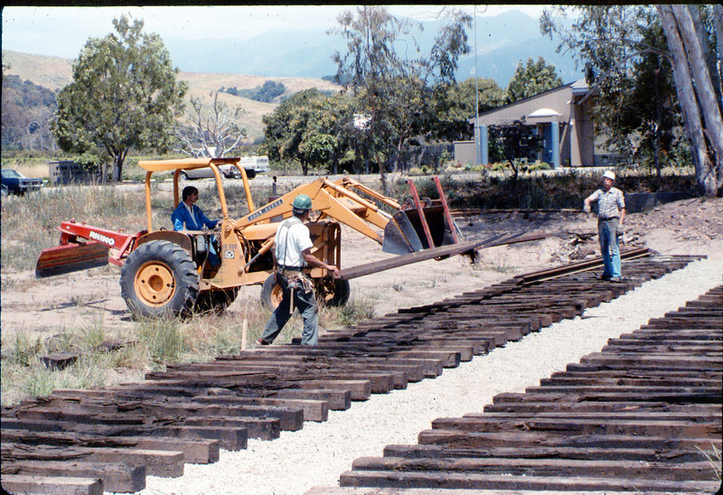 Laying of the standard-gauge track, 5/11/1985 acc2005.001.0525I