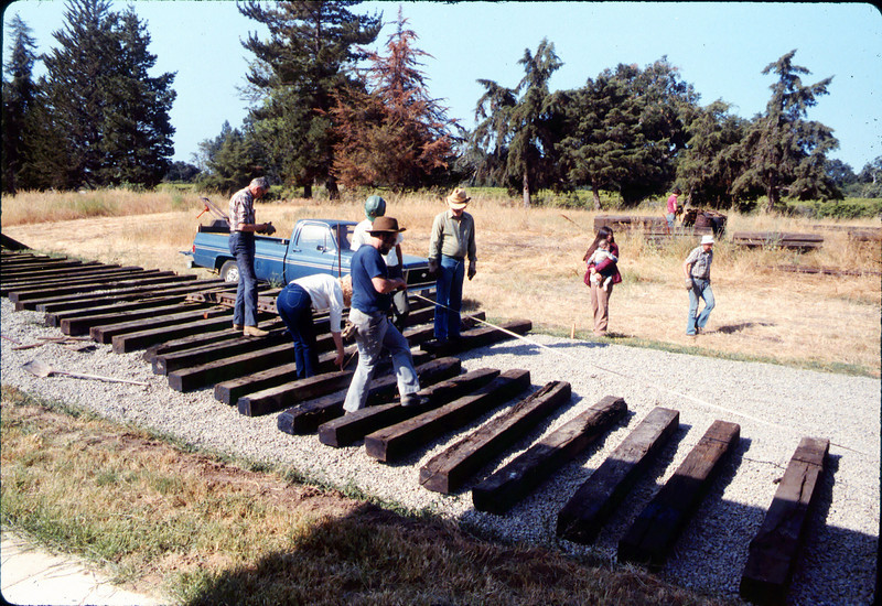 Laying of the standard-gauge track, 5/11/1985 acc2005.001.0525A