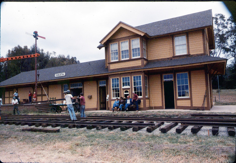 Laying of the standard-gauge track, 5/11/1985 acc2005.001.0521