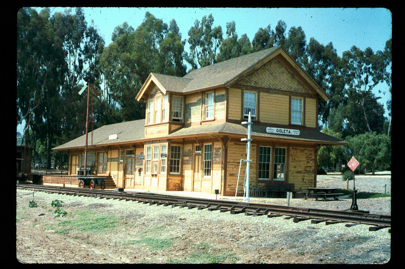 Goleta Depot gets a new coat of paint, 1992. acc2005.001.1625