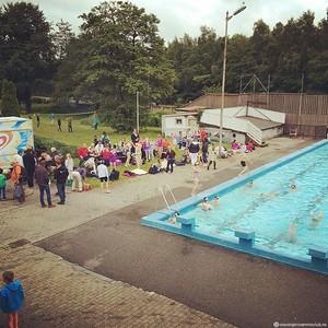 Folk begynner å strømme til SSC's sommeravsluttning på Gamlingen :)