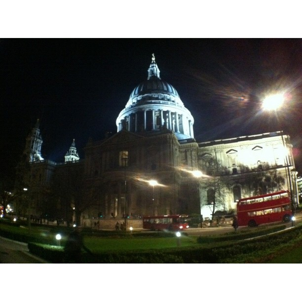 #janphotoaday #day_23 #something #old #stpauls complete with compulsory #london #bus.