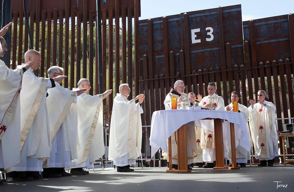 Mass at the border fence. Nogales AZ ©Bob Torrez