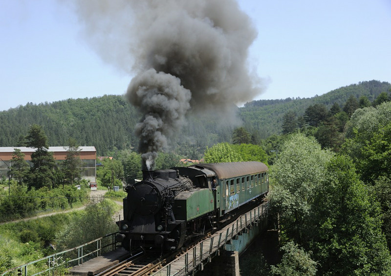 19-12, approaching Banovici coal washery, Bosnia-Hercegovina, Wed 11 June 2014 - 1204.  The final run past.