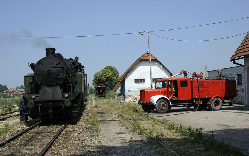 19-12, Zivinice, Bosnia-Hercegovina, Wed 11 June 2014 1 - 1046.  Taking water courtesy of the local fire brigade.