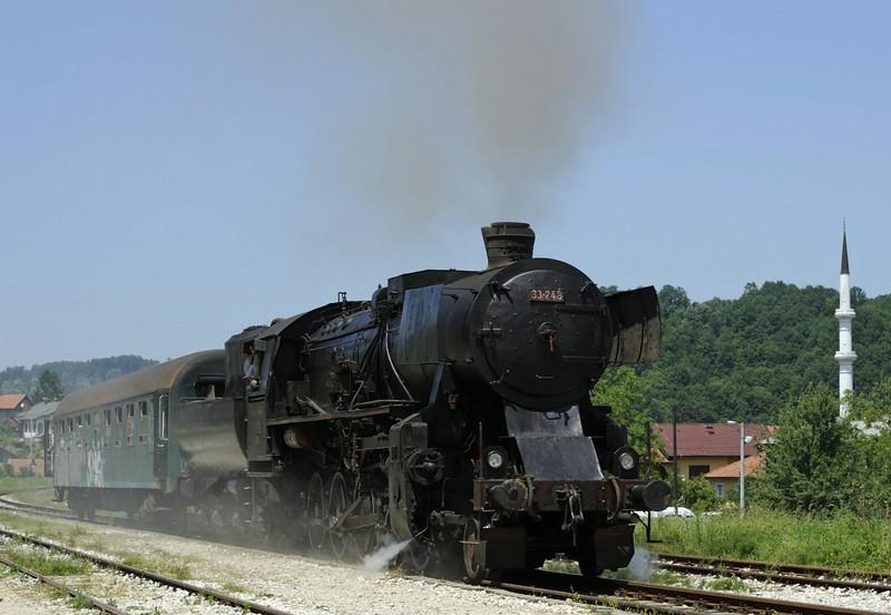 33-248, Duboki Potok, Bosnia-Hercegovina, Tues 10 June 2014 1 - 1234.  A run past on the way back from Srebrenik.
