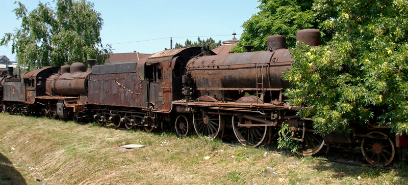 Yugoslav Rlys (JZ) 01-035 (right), 20.100 & 17.035, Nis, Serbia, 25 May 2009.  The 01 is a 2-6-2 built by Schwartzkopff (7945 / 1922), one of 120 of the class built in Germany as reparations after the First World War.  Photographed from a Belgrade - Sofia train.