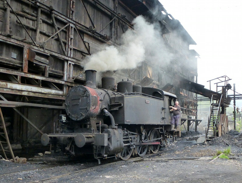62-633, Zenica coal mine, Bosnia-Hercegovina, 13 June 2014 1.  Built by Djuro Djakovic (633 / 1955).  Here are four photos of this industrial loco at work.  Photo by Dave Scudamore.