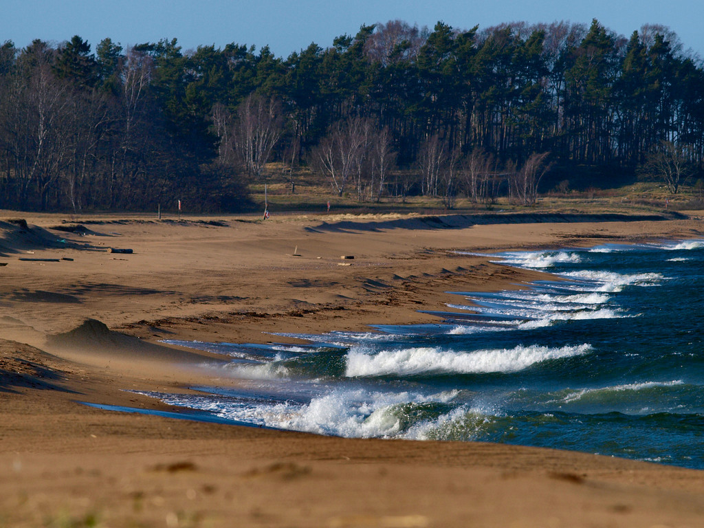 Tobisviks strand en blåsig dag i april 2011