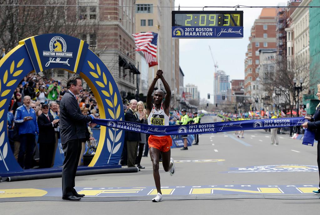 . Geoffrey Kirui, of Kenya, crosses the finish line to win the 121st Boston Marathon on Monday, April 17, 2017, in Boston. (AP Photo/Elise Amendola)