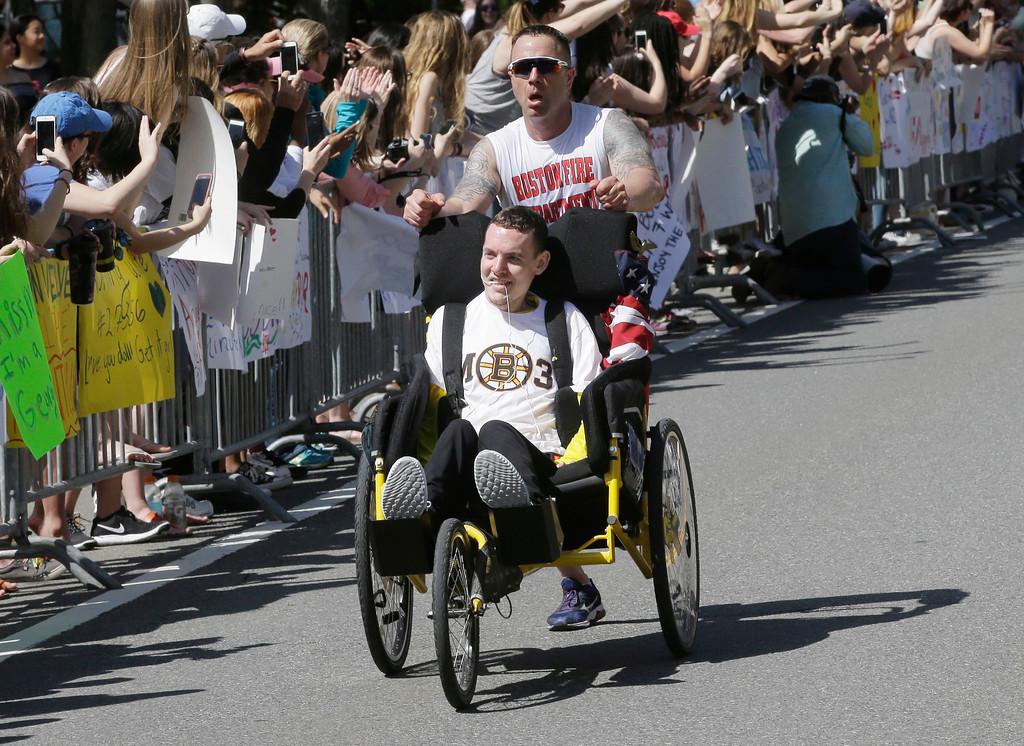 . Spectators cheer participants along the course of the 121st Boston Marathon on Monday, April 17, 2017, in Wellesley, Mass. (AP Photo/Steven Senne)