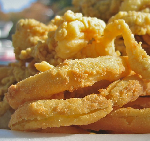 perfectly fried, crisp onion righ were under the Clam Box friend clams.