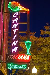 Cantina Italiana Restaurant neon