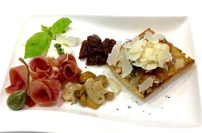 Bruschetta, Parma ham, Buffalo mozzarella