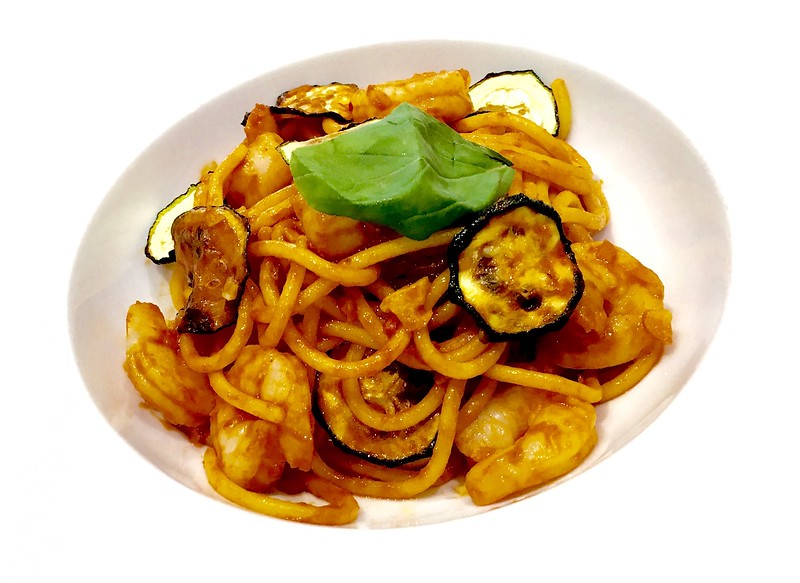 Spaghetti with shrims and tomato sauce