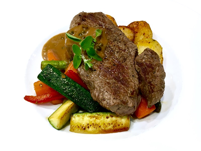 Argentinean rumpsteak with green pepper sauce
