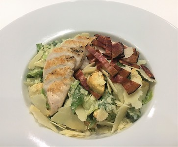 Caesar salad with  chicken and bacon  265,- Kč