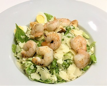Caesar salad with shrimp 265,- Kč