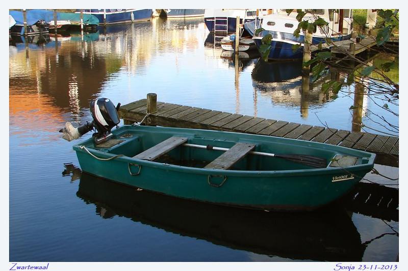 Bootje in haven Zwartewaal