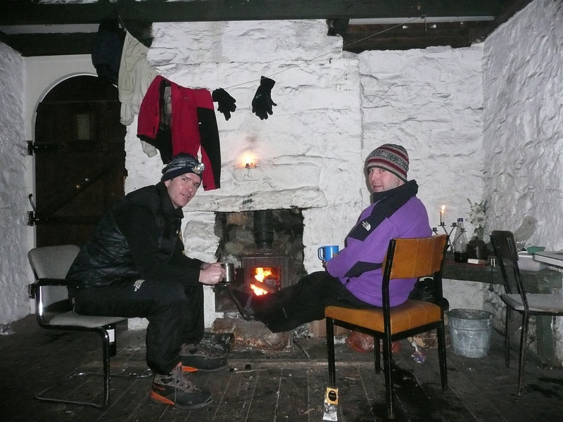 Scott & Gordy enjoy the fire in Ruigh-aiteachan