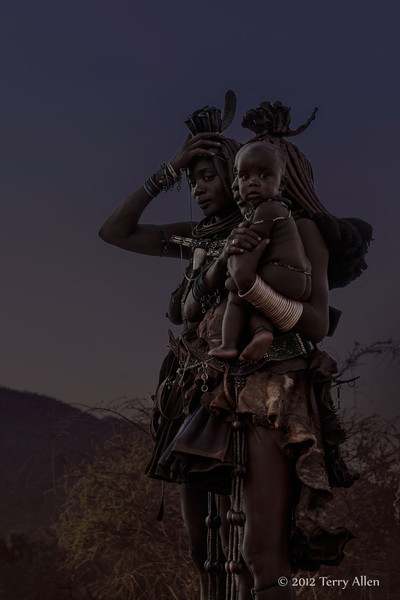 Himba-women-with-baby,-late-day-2,-Epupa,-Namibia
