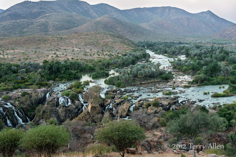 Epupa-River-and-falls,-Namibia