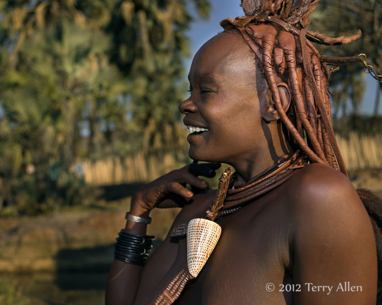 Laughing-Himba-woman,-Epupa,-Namibia