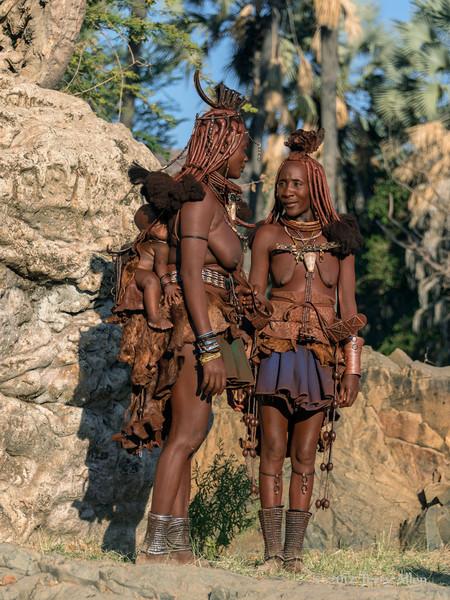 Himba-women-&-baby-1,-Epupa,-Namibia