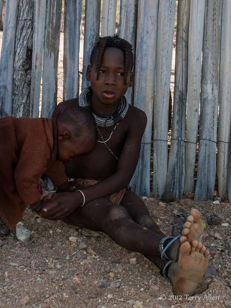 Himba,-young-children,-Epupa,-Namibia