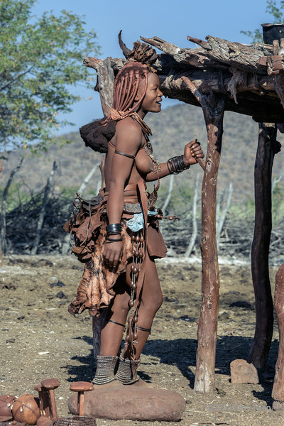 Himba-woman,-side-view,-Epupa,-Namibia
