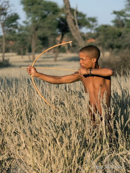 Bushman-shooting-arrow-3,-Intu-Africa