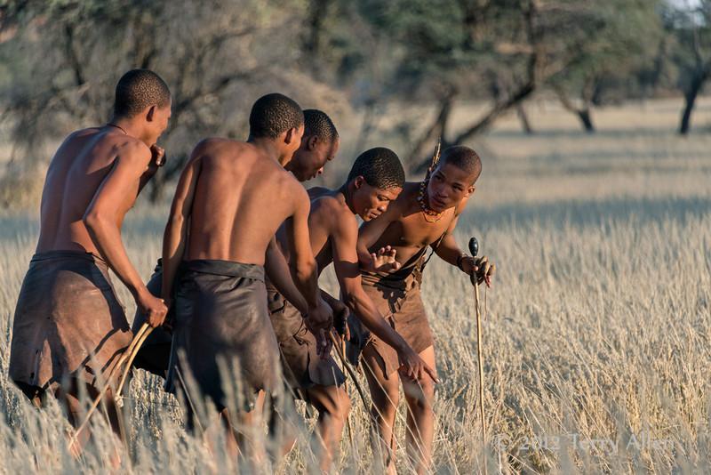 Bushmen-demonstrating-hunting-technique,-Intu-Africa