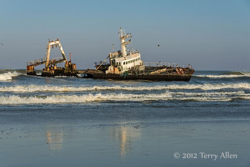 MFV Zeila, stern-trawler-ship-wreck-with-cormorants-3,-Skeleton-Coast, Namibia