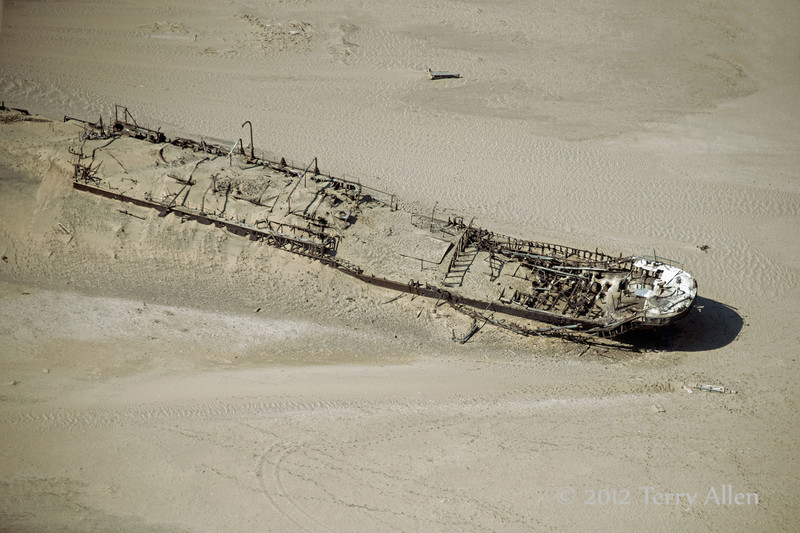 Wreck-of-the-Eduard-Bohlen-2,-Skeleton-Coast,-Namibia
