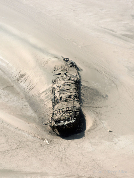 Wreck-of-the-Eduard-Bohlen-1,-Skeleton-Coast,-Namibia