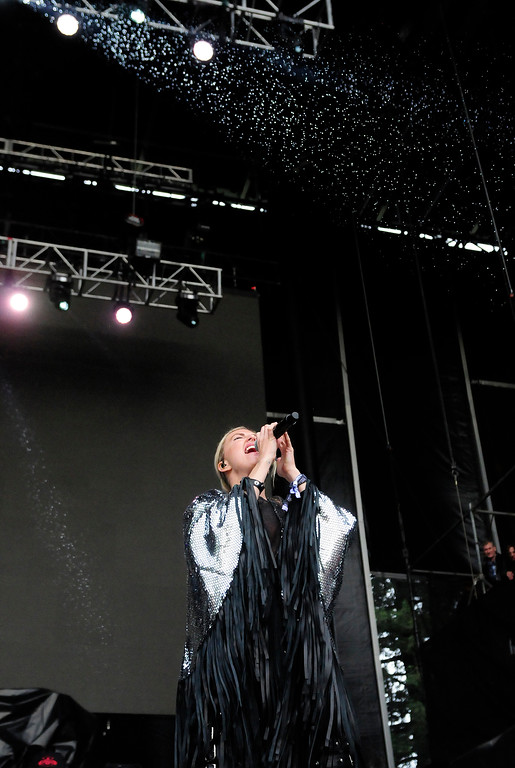 . NAPA, CA - MAY 25, Phantogram lead vocalist Sarah Barthel performs in the rain on the Midway stage during the first day of BottleRock Napa Valley festival. (CHRIS RILEY/TIMES-HERALD)