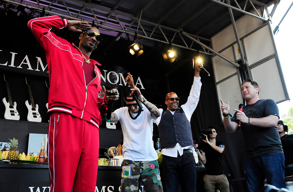 . NAPA, CA - MAY 26, Snoop Dogg salutes as we walks out on the Williams Sonoma Culinary Stage to set a world record with Michael Voltaggio and Warren G during the second day of BottleRock Napa Valley Music Festival. (CHRIS RILEY/TIMES-HERALD)