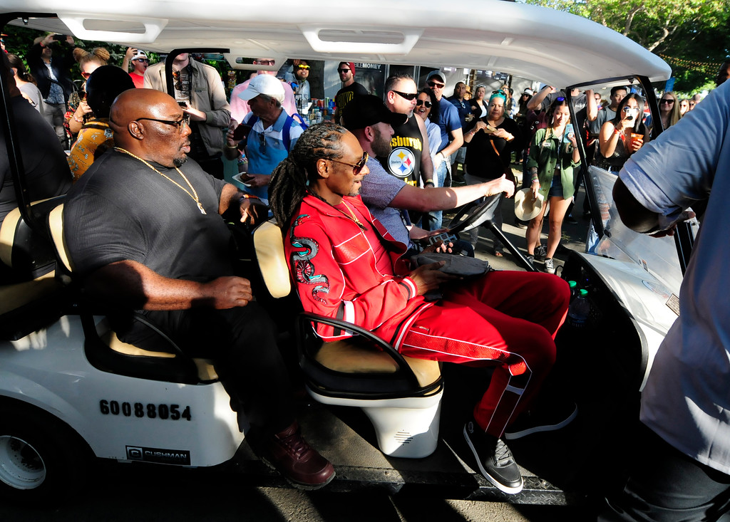 . NAPA, May 26- Snoop Dogg rolls through the crowd with a plate of food made by Michael Voltaggio after breaking the world record for creating the largest gin and juice on the Williams Sonoma Culinary Stage on Saturday at BottleRock. (Chris Riley/Times-Herald)